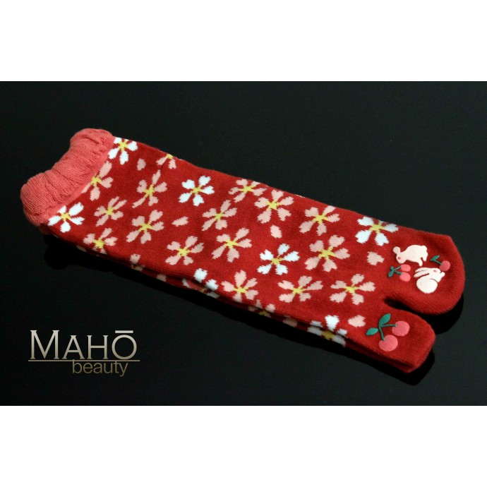 Japanese style Tabi socks: cute usagi rabbits うさぎ Red